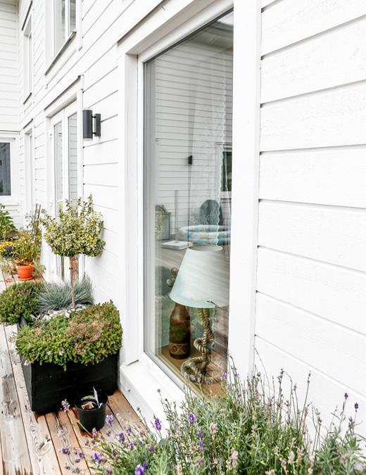 PVC-karmar kring fönstren är underhållsfria.
