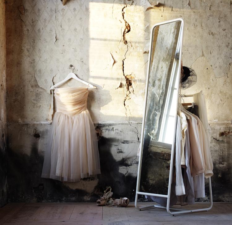 Smart spegel med klädhängare på baksidan!