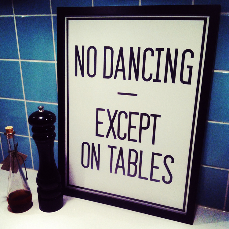 "Vinn! Postern ""No dancing - except on tables"" från Lagerhaus!"